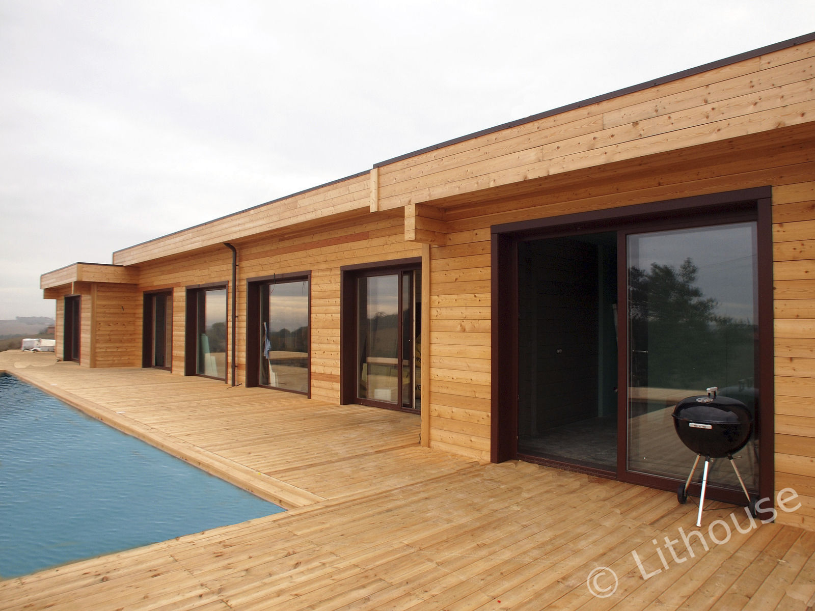 Casa prefabricada / moderna / de leña / con armazón de madera ...