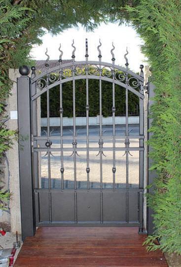 Puerta para jardín de hierro forjado - La Maestria
