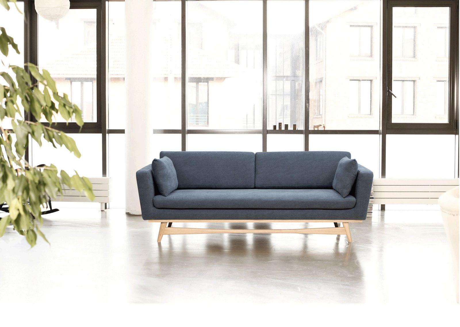 Sofá de diseño escandinavo / de madera maciza / de tejido / 3 plazas ...