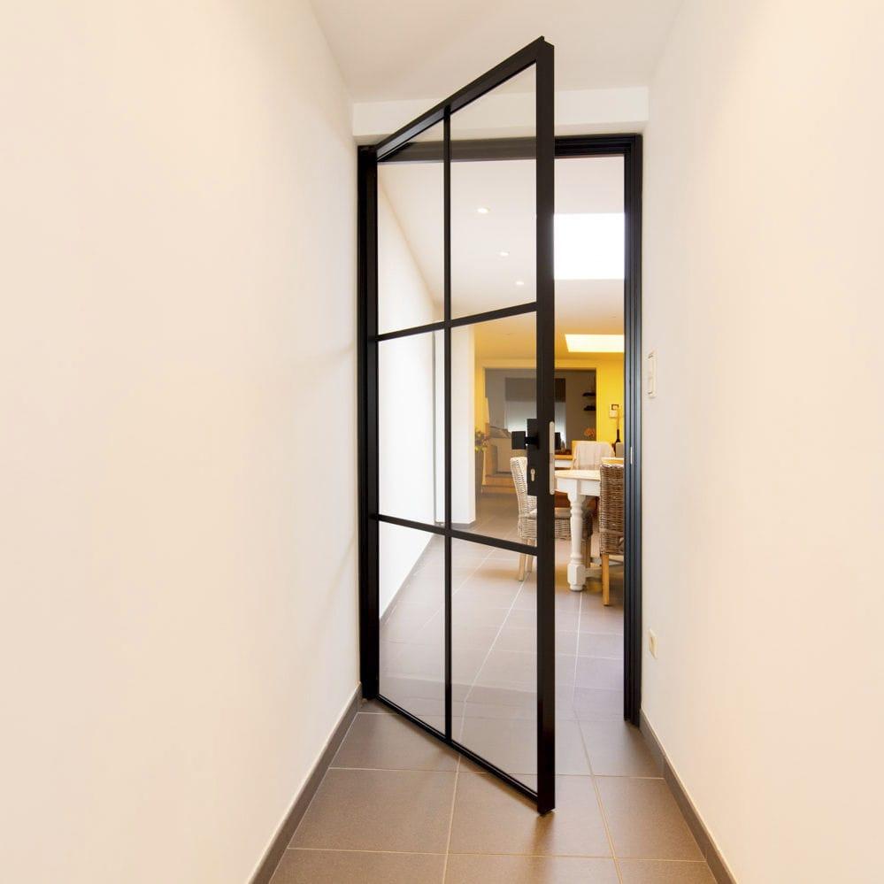 Puerta de interior / pivotante con eje descentrado / de aluminio ...