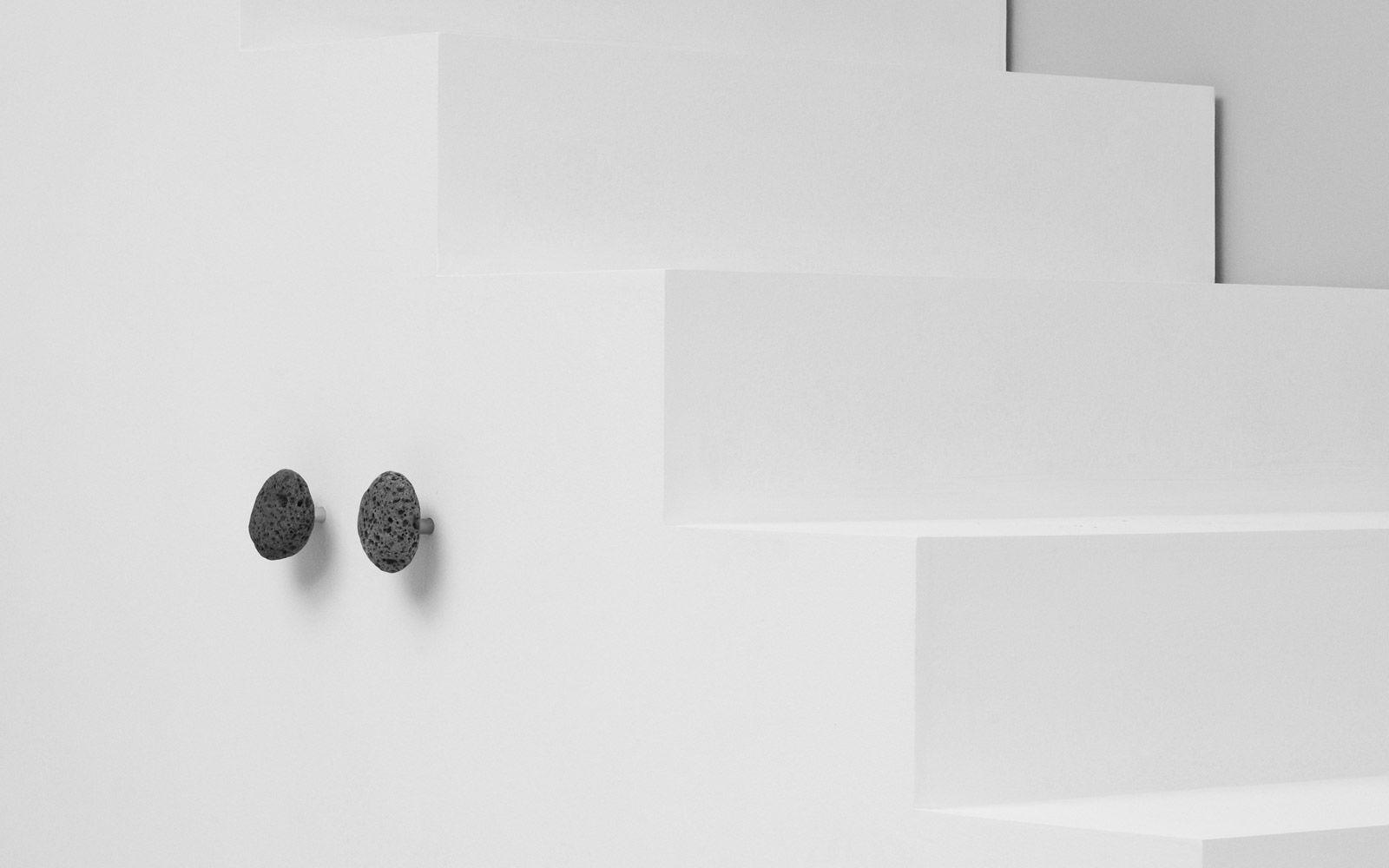 percha moderna de piedra para bao stone by helga sigur normann copenhagen