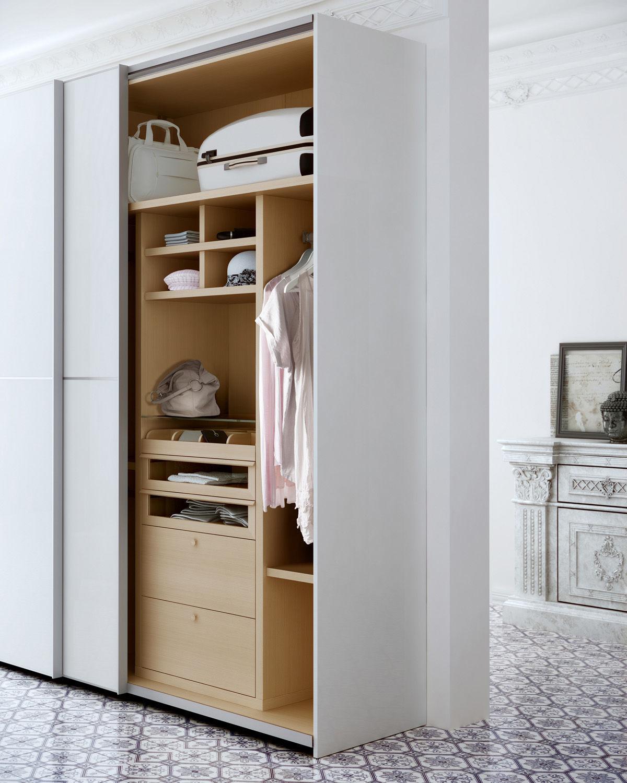 armario moderno de madera de madera lacada con puertas corredizas big by fernando salas and jordi dedeu