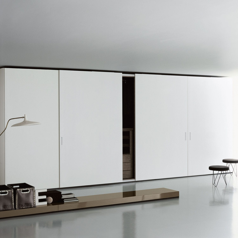 armario moderno de madera con puertas corredizas de piero lissoni complanare pullout sliding door