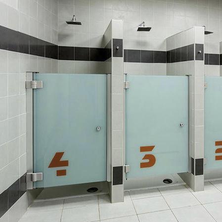 Cabina de ducha de vidrio / para baño público / rectangular / con ...