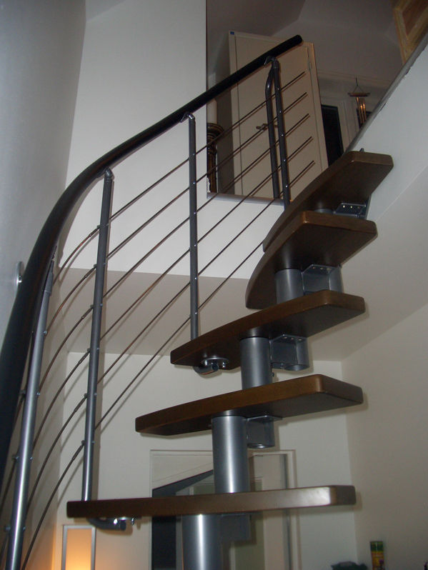 escalera circular con peldaos de madera estructura de acero inoxidable sin dixi