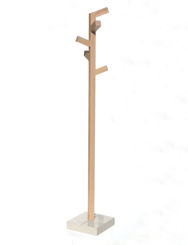 perchero de pie moderno de madera organica insilvis