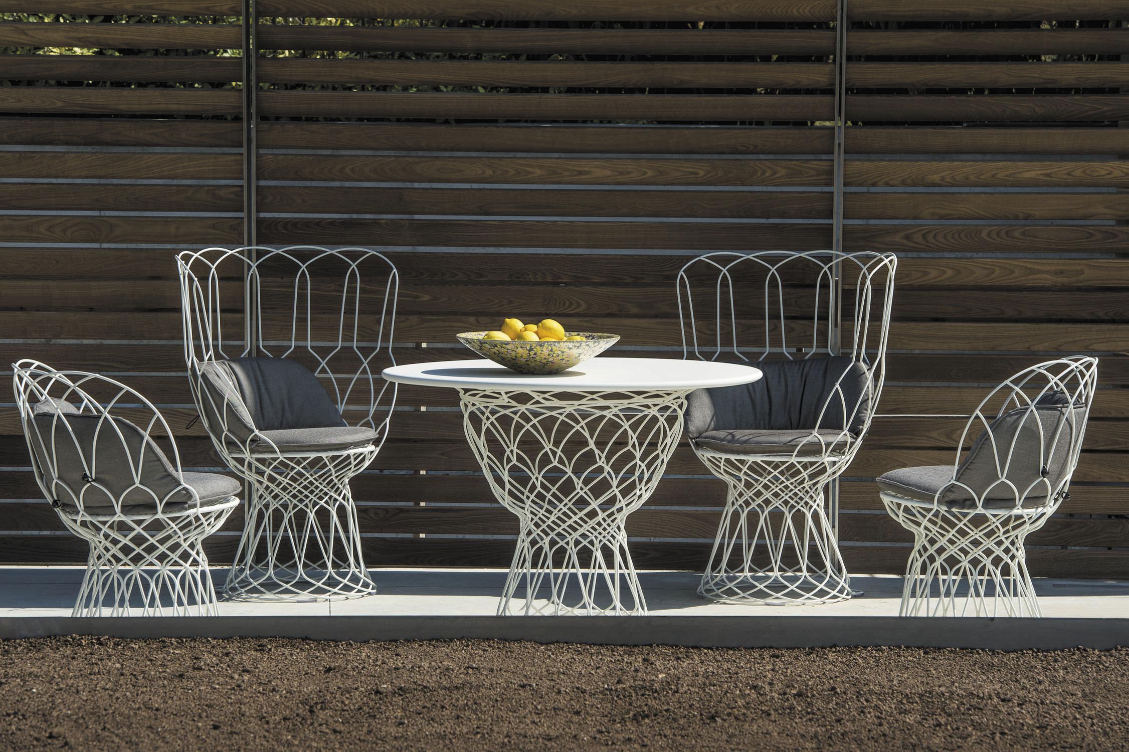 Mesa moderna / de acero / redonda / de jardín - RE-TROUVÉ - EMU