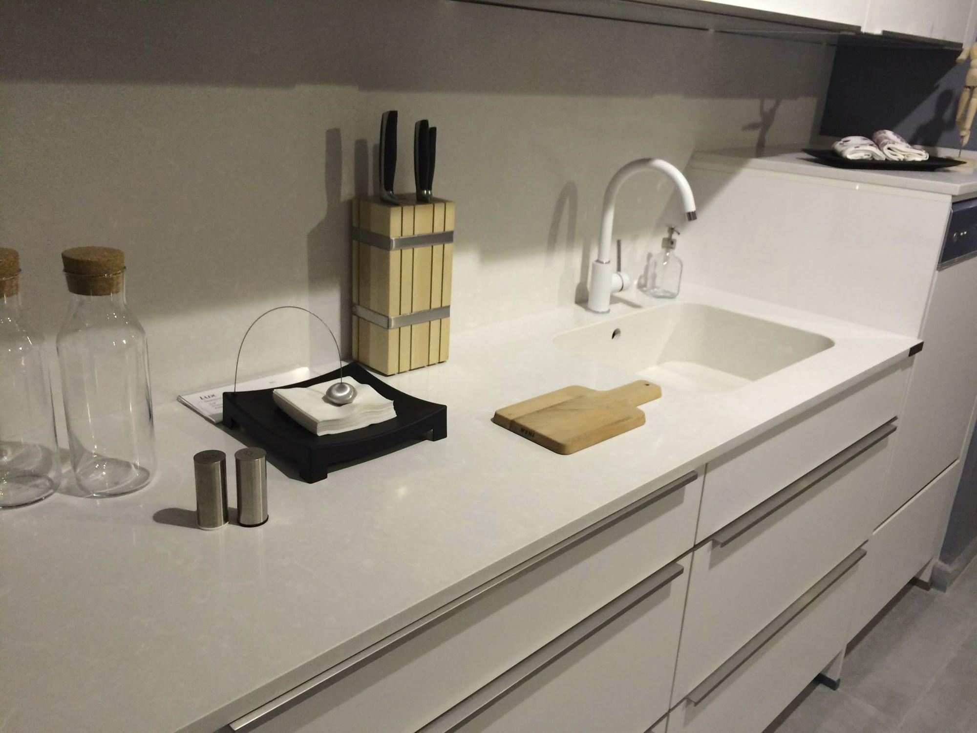 Encimera de Silestone para cocina blanca gris YUKON Cosentino