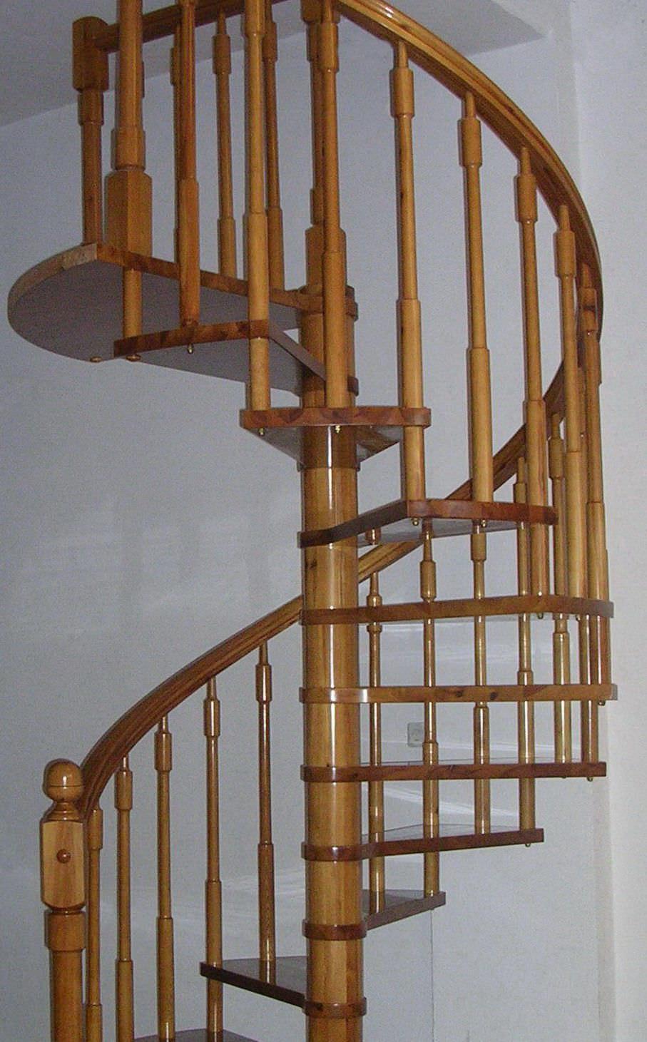 Escalera De Caracol Con Pelda Os De Madera Estructura De  ~ Precios De Escaleras De Caracol