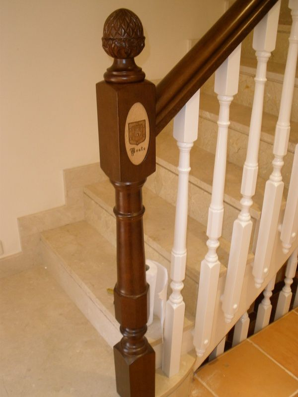 barandilla de madera con barrotes de interior para escalera c