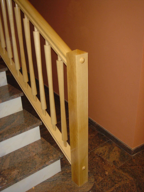 barandilla de madera con barrotes de interior para escalera lm escaleras yuste