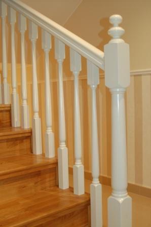 barandilla de madera con barrotes de interior para escalera v escaleras yuste