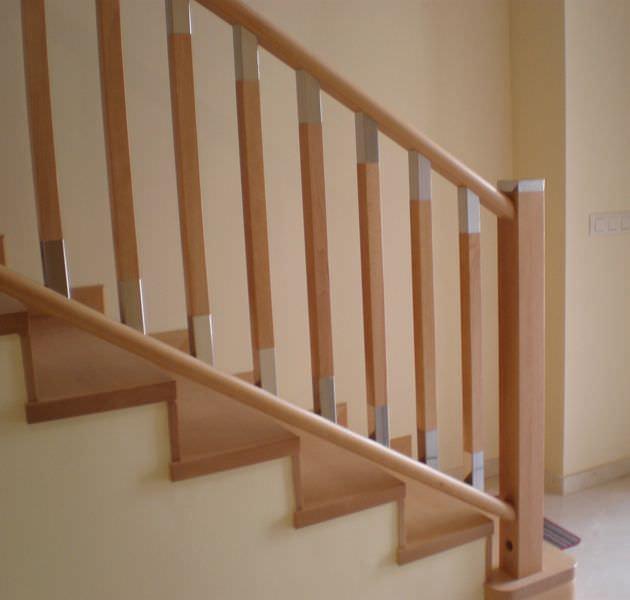 barandilla de metal de madera con barrotes de interior f escaleras yuste