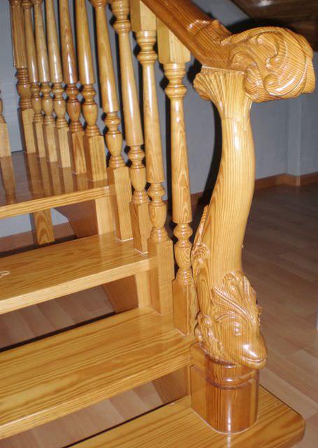 barandilla de madera con barrotes de interior para escalera carved fish