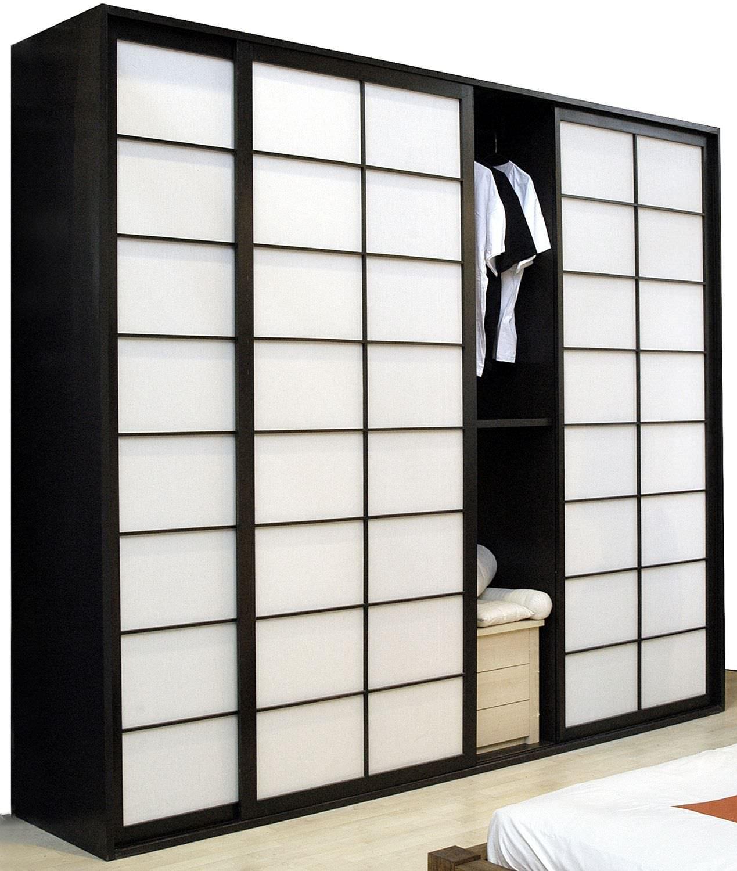armario moderno de madera con puertas corredizas