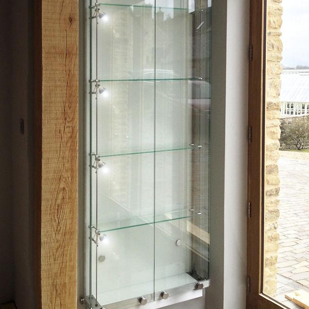 vitrina moderna de pared de vidrio de acero inoxidable wfg shopkit