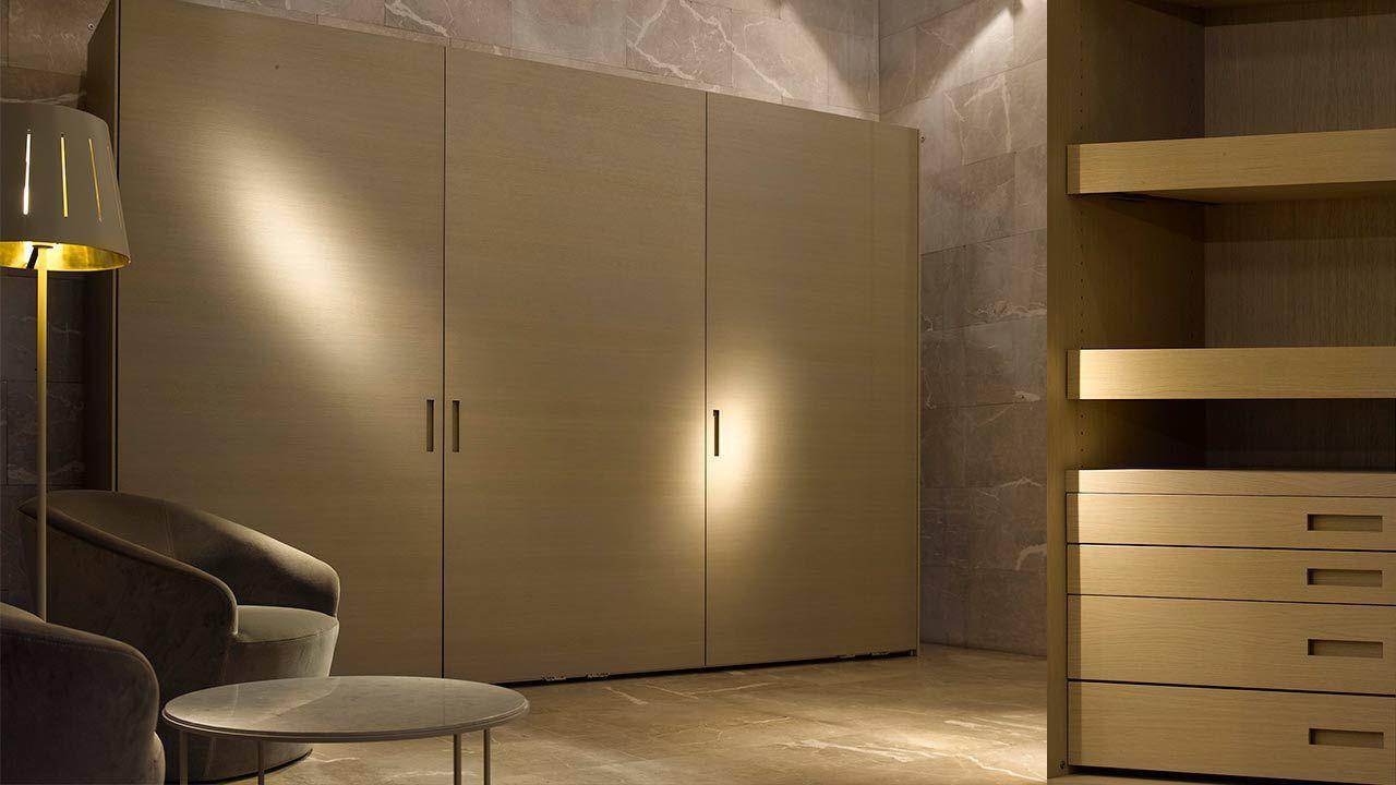 Armario Moderno De Madera Lacada Con Puertas Corredizas  # Muebles Joan Lao