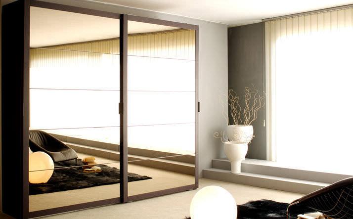 Armario moderno / de madera / con puerta corredera / con espejo ...