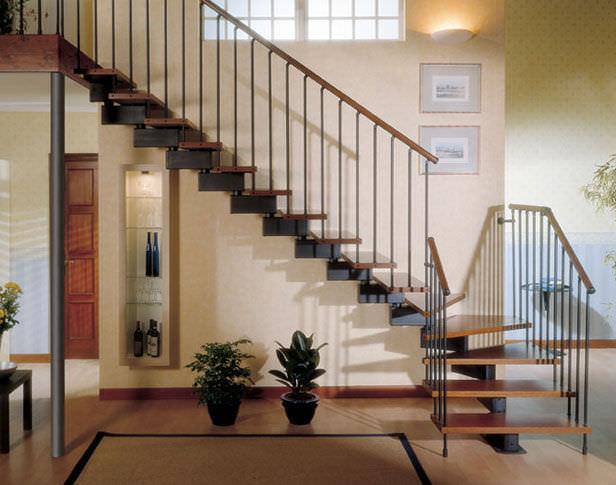 escalera en l con peldaos de madera estructura de metal sin elegance