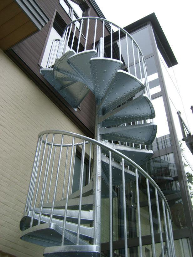 escalera de caracol con peldaos de metal estructura de metal sin elegance a