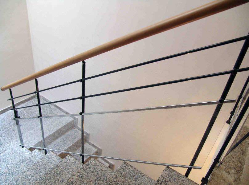 barandilla de metal con barrotes de interior para escalera hierro