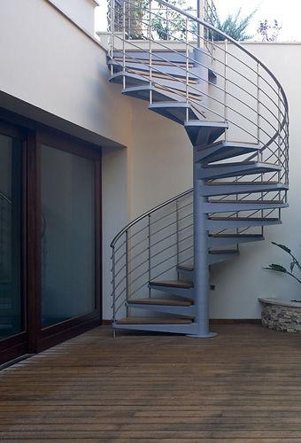 escalera de caracol con peldaos de metal estructura de metal sin arcadia h