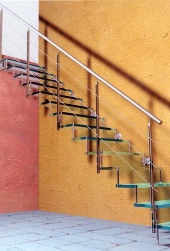 escalera recta con peldaos de vidrio estructura de metal sin volada glass escalkit