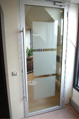 puerta de interior abatible de aluminio para edificio pblico clipper