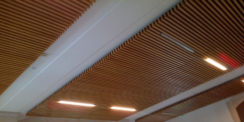 falso techo de madera tipo panel acstico enrejado spigoline