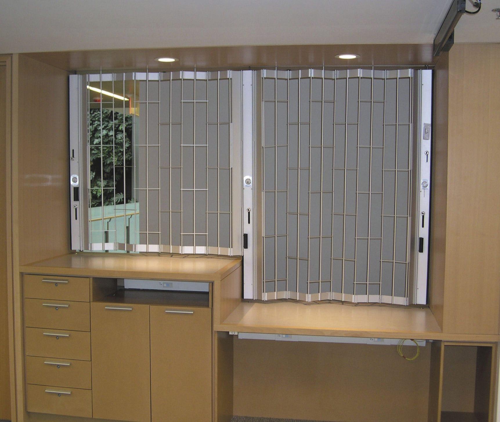 Reja de seguridad amovible / para escaparates / para ventana ...