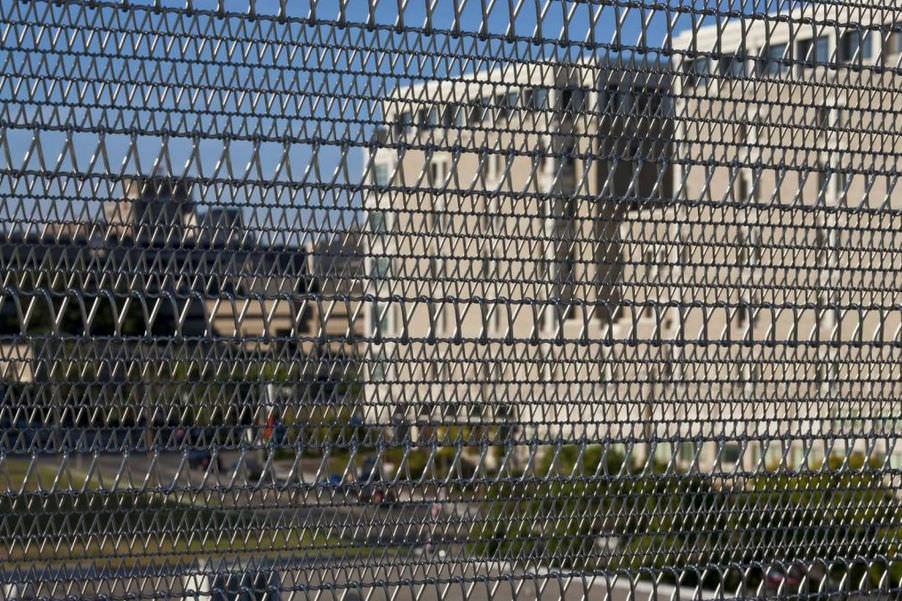 Tela metálica tejida para fachada / trama triangular - CINCINNATI ...