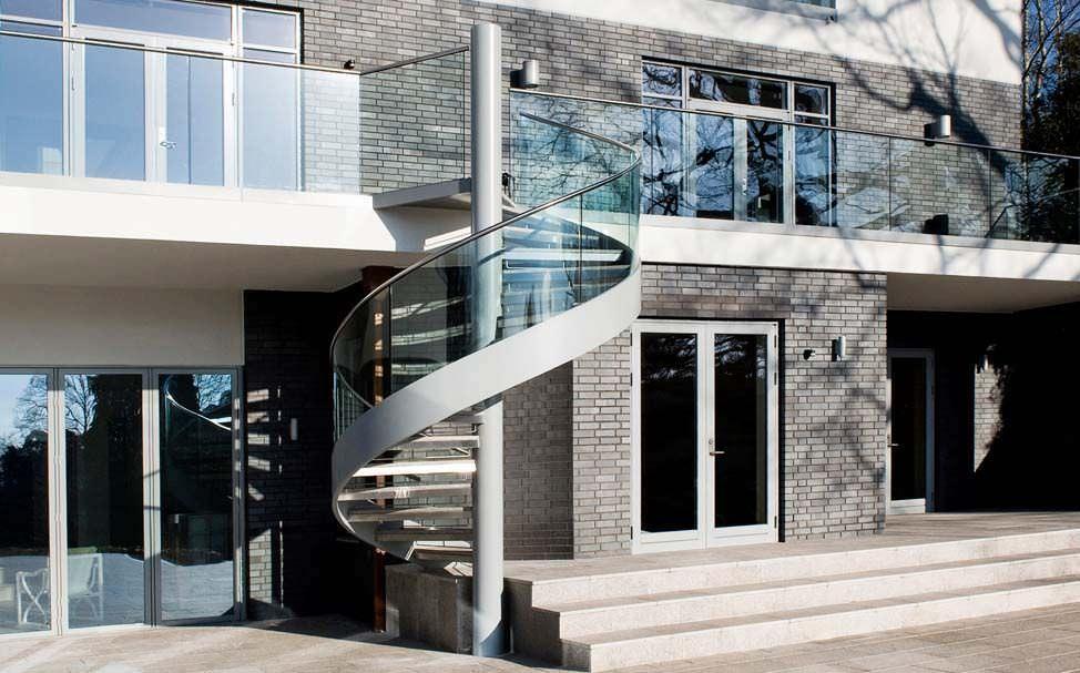escalera de caracol con peldaos de hormign estructura de acero inoxidable sin mole hill by octagon