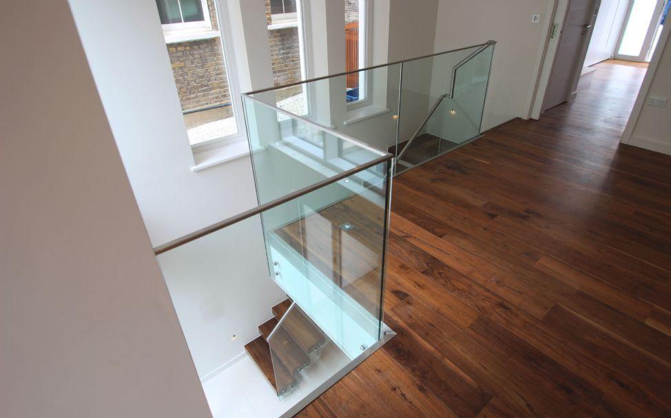 barandilla de acero inoxidable con paneles de vidrio de interior para escalera montague - Barandillas Escaleras Interiores