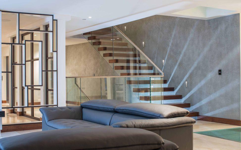 escalera recta con peldaos de madera estructura de acero inoxidable sin warrick