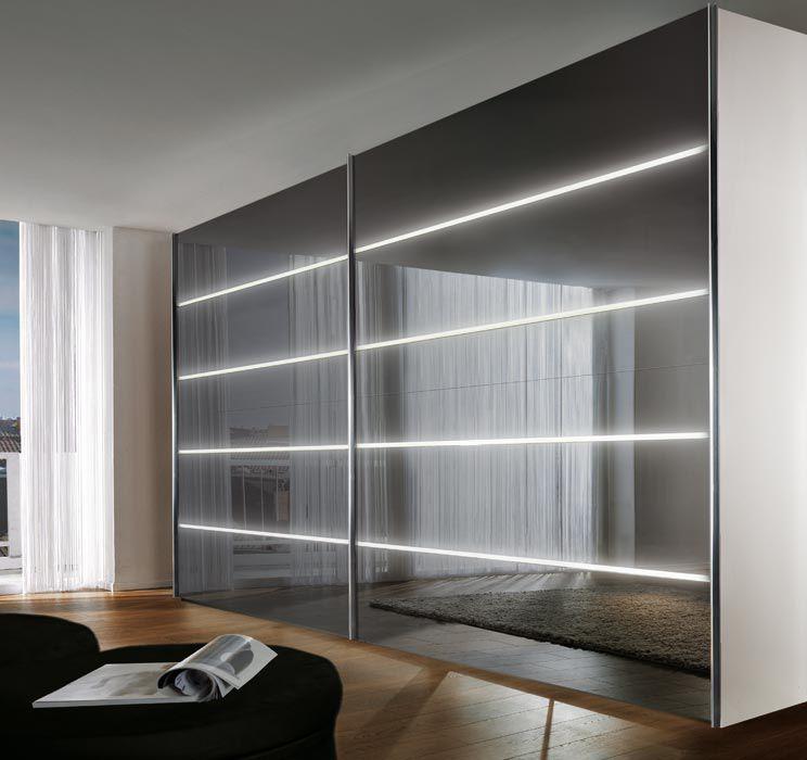 armario moderno de madera lacada brillante de vidrio con puertas corredizas lucento nolte