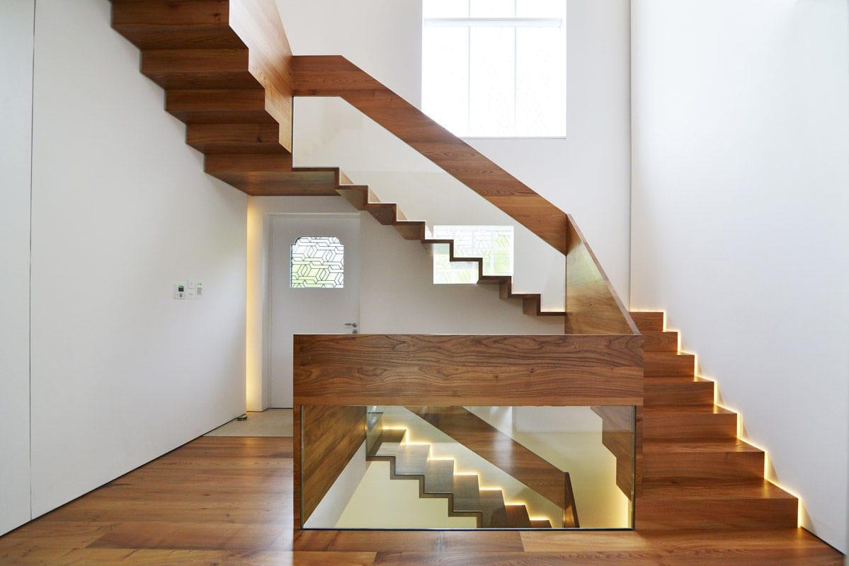 escalera en l recta con peldaos de madera estructura de metal daleham gardens