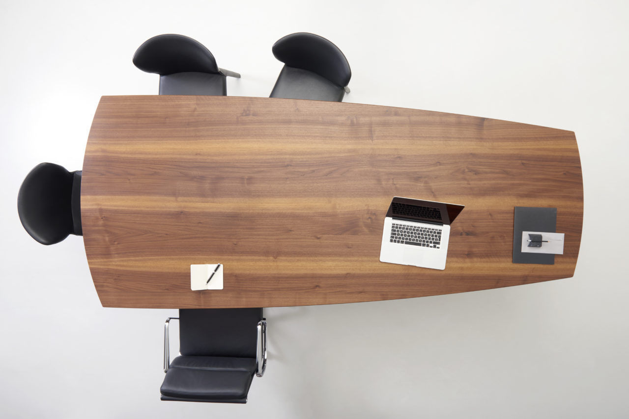 Mesa de reuniones moderna / de madera / trapezoidal / para oficina ...