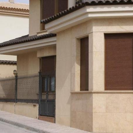 Revestimiento De Fachada De Piedra Caliza Mate En Placas - Revestimiento-fachadas-piedra