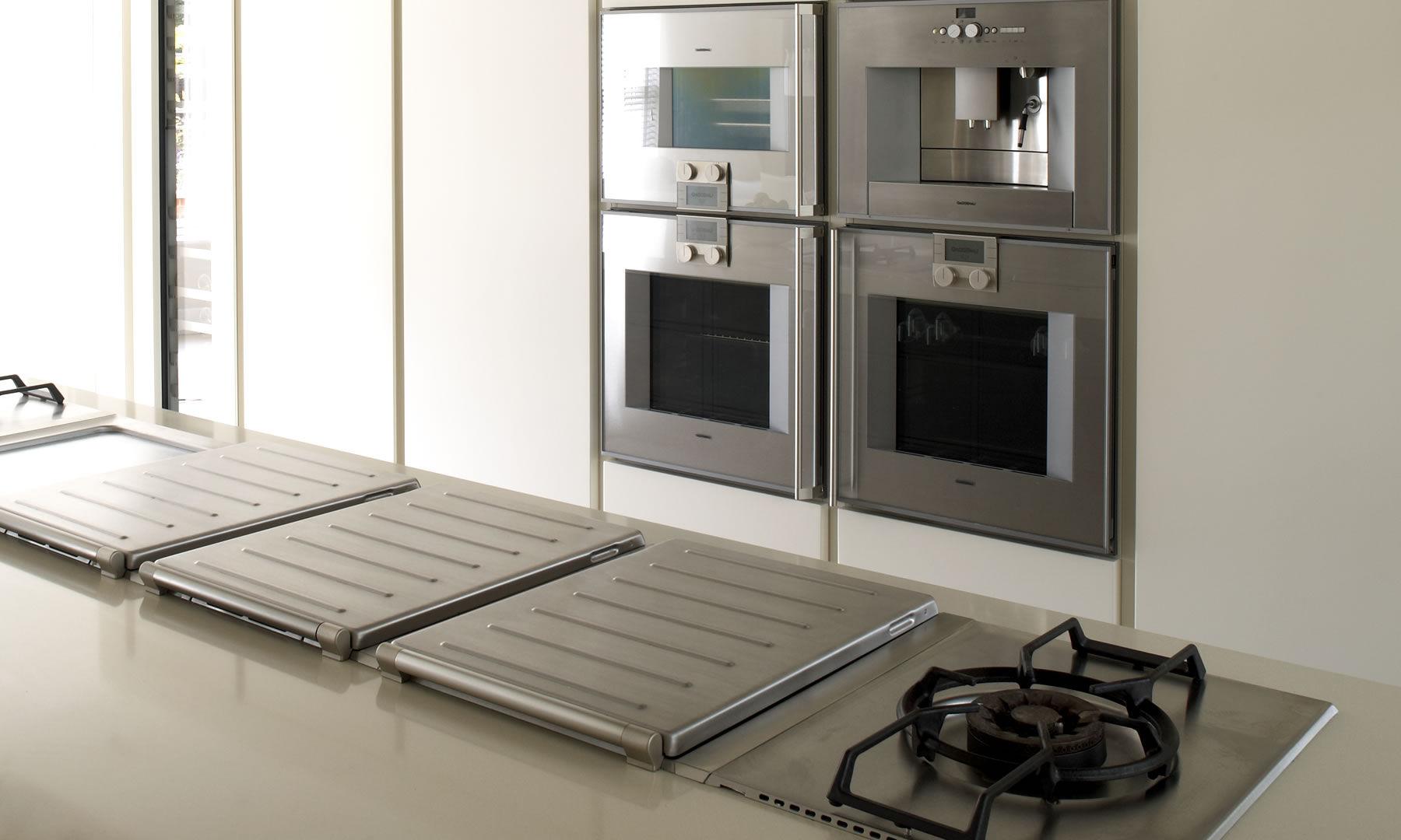 Cocina Moderna De Roble Con Isla Lacada Great Horkesley  # Muebles De Cocina Gaggenau