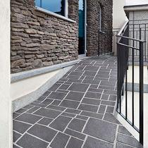 Revestimiento de suelo de hormigón impreso / para uso profesional / texturado / aspecto adoquín