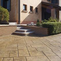 Revestimiento de suelo de hormigón impreso / para espacio público / texturado / aspecto adoquín