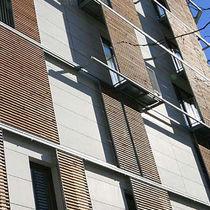 Celosía con lamas de madera / para fachada
