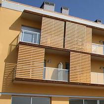 Celosía con lamas de madera / de HPL / para fachada