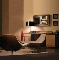 Lámpara de mesa / moderna / de latón / de metal pintado