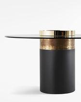 Mesa de comedor moderna / de madera / de metal / de cristal