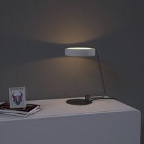 Lámpara de mesa / moderna / de hierro / de hormigón
