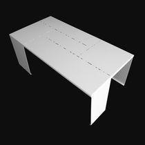 Mesita auxiliar de diseño original / de aluminio lacado / rectangular / de exterior