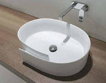 Lavabo sobre encimera / ovalado / de cerámica / moderno