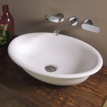Lavabo sobre encimera / ovalado / de cerámica / clásico