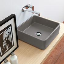 Lavabo sobre encimera / cuadrado / de cerámica / moderno